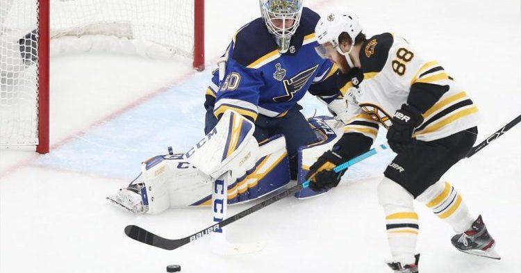 Bruins pyyhki Bluesilla jäätä Enterprise Centerissä!