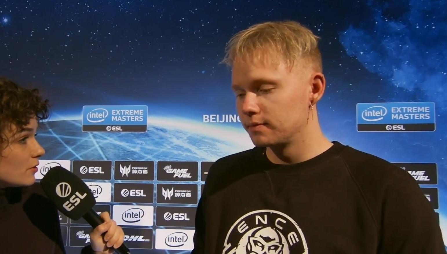 """Miikka """"suNny"""" Kemppiä ei haastattelu juuri kiinnostanut – Katso huvittava tilanne"""